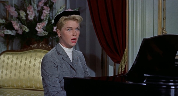 1280px-The_Man_Who_Knew_Too_Much_trailer_screenshot_Doris_Day_Que_Sera,_Sera